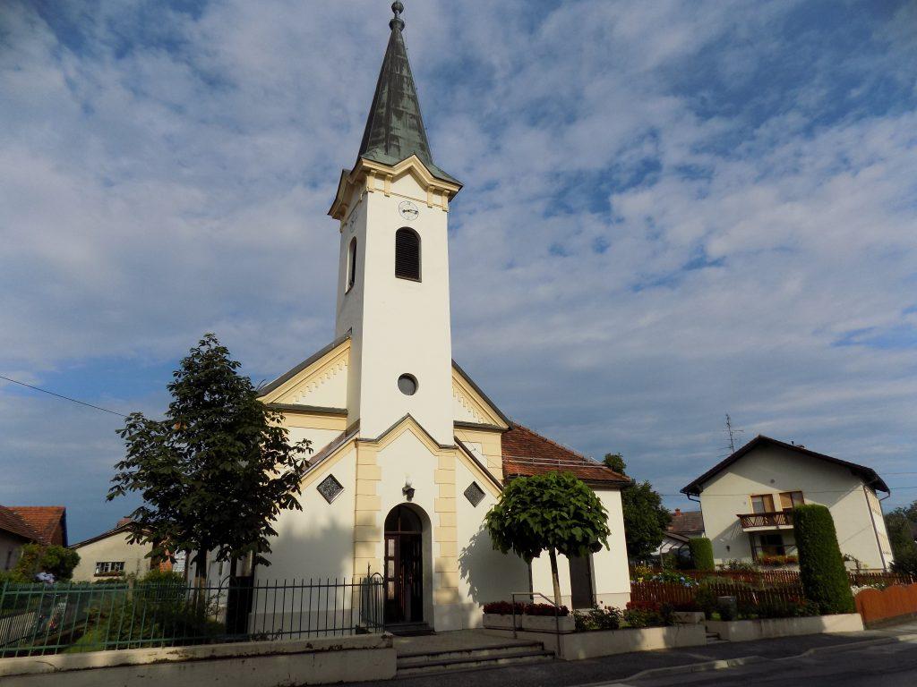 Župnijska cerkev Svete Ane Bakovci