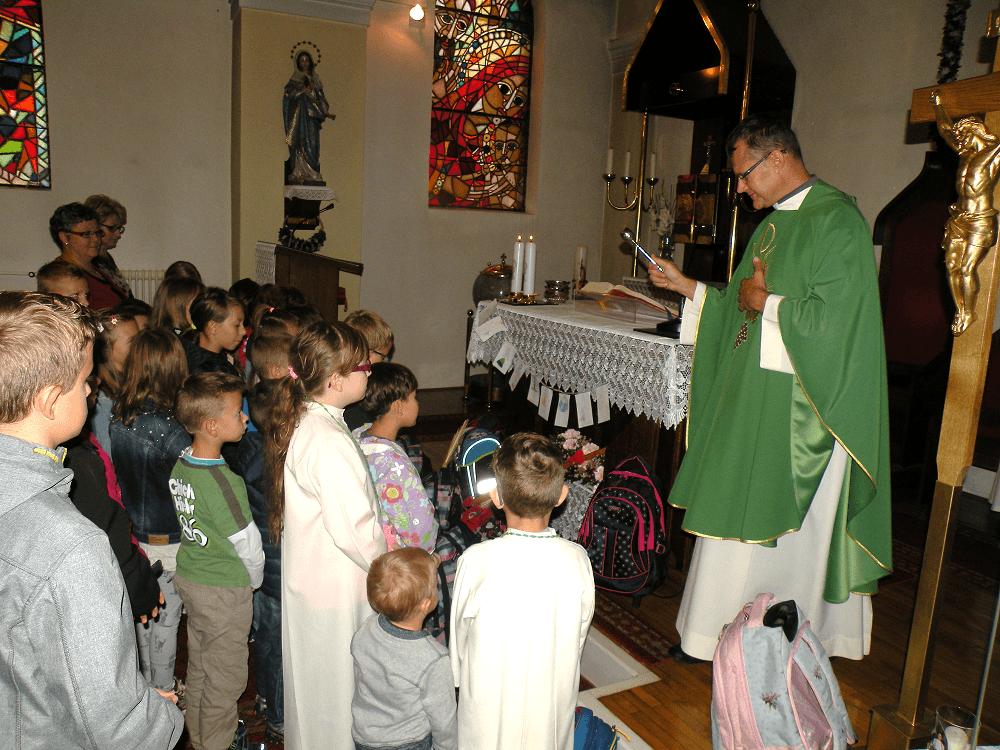 Blagoslov veroučencev in šolskih torbic