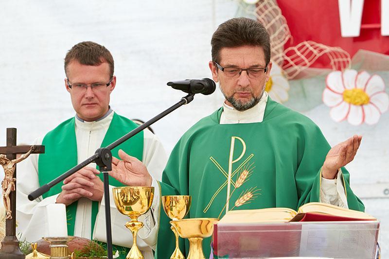 Dr. Ivan Štuhec je daroval sveto mašo.