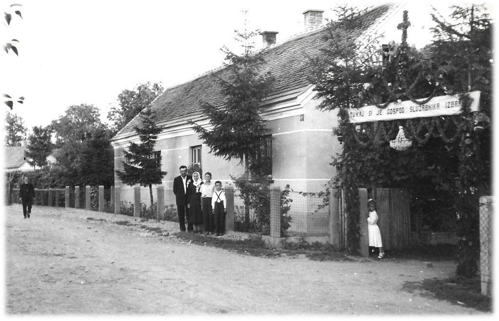 Rojstna hiša g. Martina Poredoša na dan nove maše