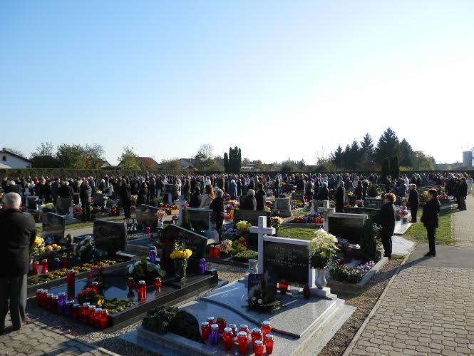 Molitev za rajne na pokopališču